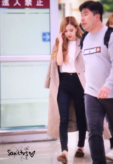 23-BLACKPINK-Rose-Airport-Photo-10-October-2018-From-Japan