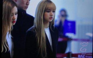 24-BLACKPINK Lisa Airport Photos 9 October 2018 to Japan