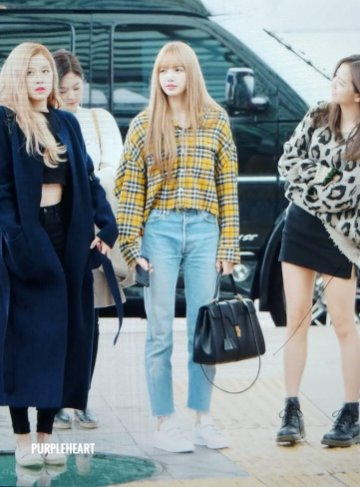 24-BLACKPINK Lisa Airport Photos Incheon 5 October 2018