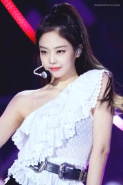 24-HQ-BLACKPINK-Jennie-BBQ-SBS-Super-Concert-2018