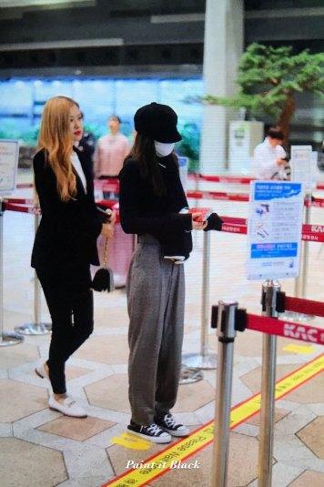 26-BLACKPINK-Jennie-Airport-Photos-9-October-2018-to-Japan