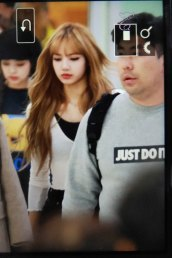 27-BLACKPINK-Lisa-Airport-Photo-10-October-2018-From-Japan