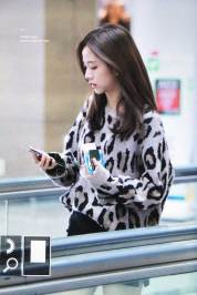 31-BLACKPINK-Jisoo-Airport-Photos-Incheon-5-October-2018