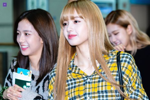31-BLACKPINK-Lisa-Airport-Photos-Incheon-5-October-2018