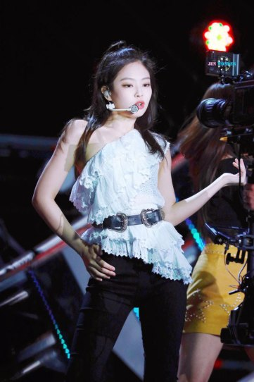 31-HQ-BLACKPINK-Jennie-BBQ-SBS-Super-Concert-2018