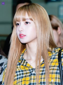 32-BLACKPINK-Lisa-Airport-Photos-Incheon-5-October-2018