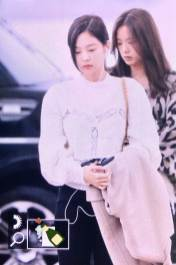 33-BLACKPINK-Jennie-Airport-Photos-Incheon-5-October-2018