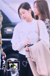34-BLACKPINK-Jennie-Airport-Photos-Incheon-5-October-2018