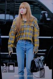 34-BLACKPINK-Lisa-Airport-Photos-Incheon-5-October-2018