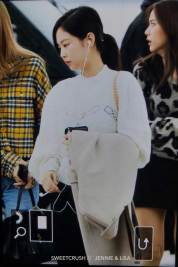 39-BLACKPINK-Jennie-Airport-Photos-Incheon-5-October-2018