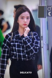 4-BLACKPINK-Jisoo-Airport-Photo-10-October-2018-From-Japan