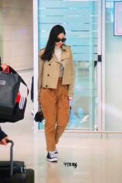 47-BLACKPINK-Jennie-Airport-Photo-4-October-2018-from-Paris