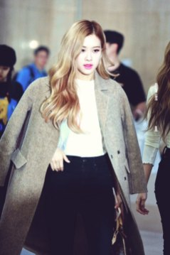 5-BLACKPINK-Rose-Airport-Photo-10-October-2018-From-Japan