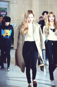 6-BLACKPINK-Rose-Airport-Photo-10-October-2018-From-Japan