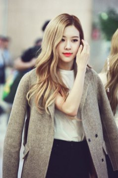 7-BLACKPINK-Rose-Airport-Photo-10-October-2018-From-Japan