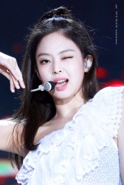 7-HQ-BLACKPINK-Jennie-BBQ-SBS-Super-Concert-2018