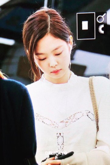 8-BLACKPINK Jennie Airport Photos Incheon 5 October 2018