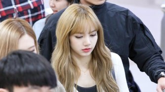 8-BLACKPINK-Lisa-Airport-Photo-10-October-2018-From-Japan