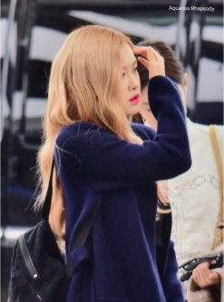 8-BLACKPINK Rose Airport Photos Incheon 5 October 2018