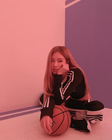1-BLACKPINK Rose Instagram Photo 16 Nov 2018 basket