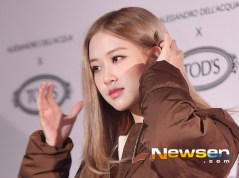 1-BLACKPINK Rose Tods Event play with hair