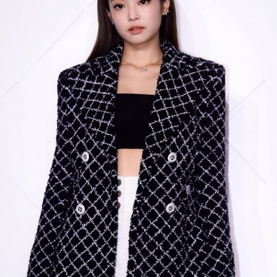 aac1cced87b Jennie Looks Classy and Expensive at CHANEL COCO CRUSH Event Seoul ...