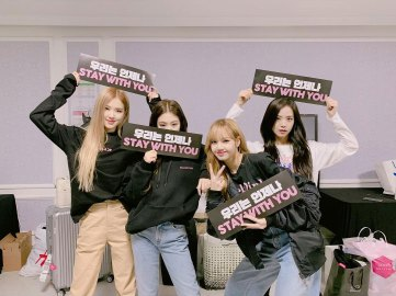 35-Backstage-Photo-BLACKPINK-Seoul-Concert-2018