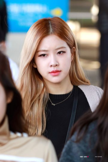 5-BLACKPINK-Rose-Airport-Photos-Incheon-Back-from-Indonesia