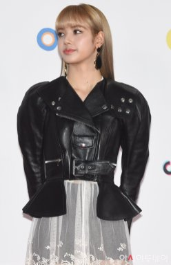 13-BLACKPINK Lisa SBS Gayo Daejun 2018 Red Carpet
