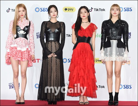 4-BLACKPINK SBS Gayo Daejun 2018 Red Carpet