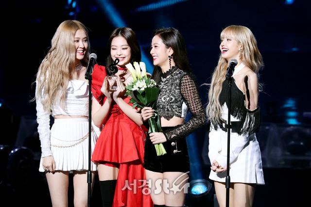 10-BLACKPINK Gaon Chart Music Awards 2019