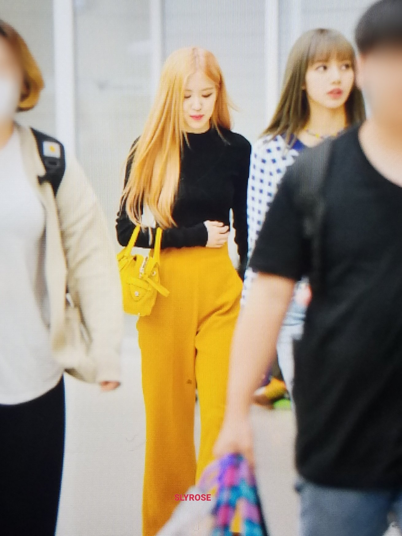 24 Blackpink Rose Airport Photos Incheon From Bangkok 11 April 2019