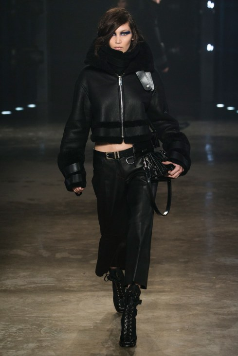 fall-2017-ready-to-wear:versus-versace_