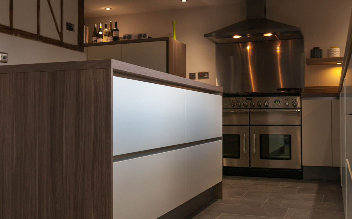 Handleless White Satin Lacquer With Stone Oak Worktops