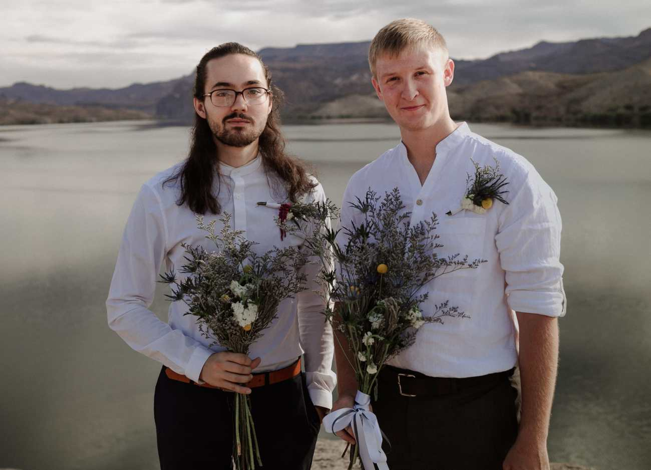 Best-man and groom hold bouquets on Nelson's Landing
