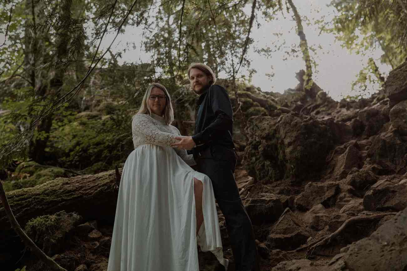 Moody elopement in Oregon at the Blue Pool