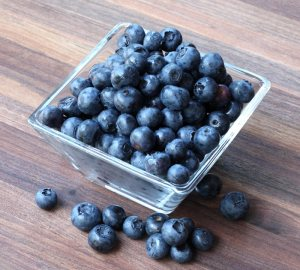 nice big bowl of blueberries