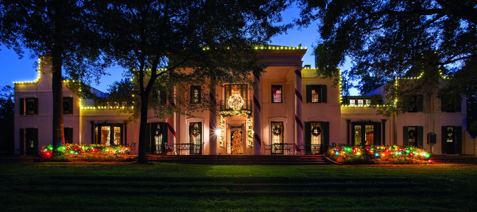Museum of Fine Arts - MFAH Bayou Bend Christmas / Noel themed-rooms and decorations.
