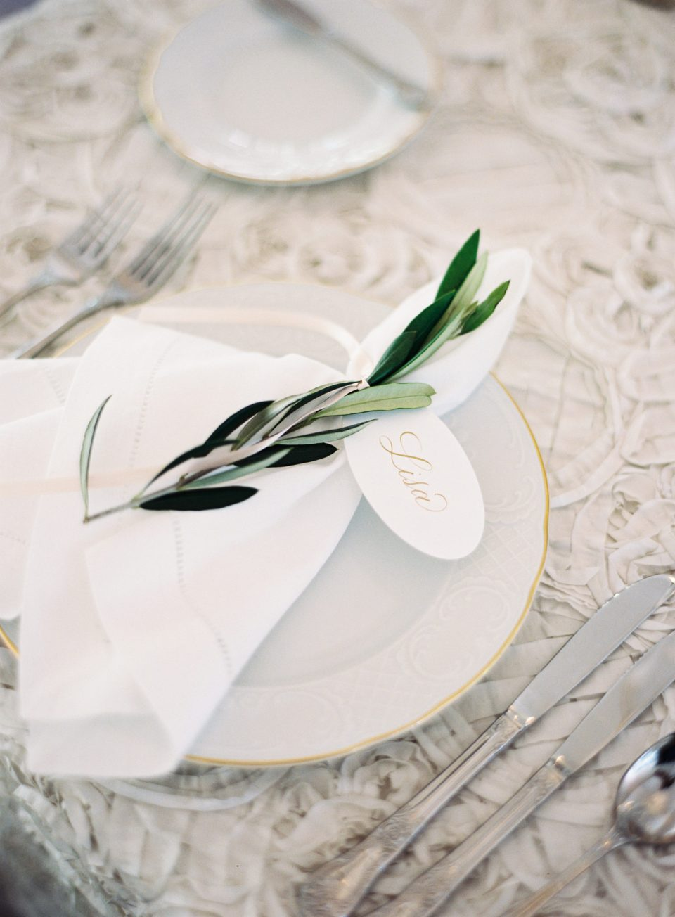 VirgilBunao4-960x1304 Our Favorite Southern Tablescapes for Spring