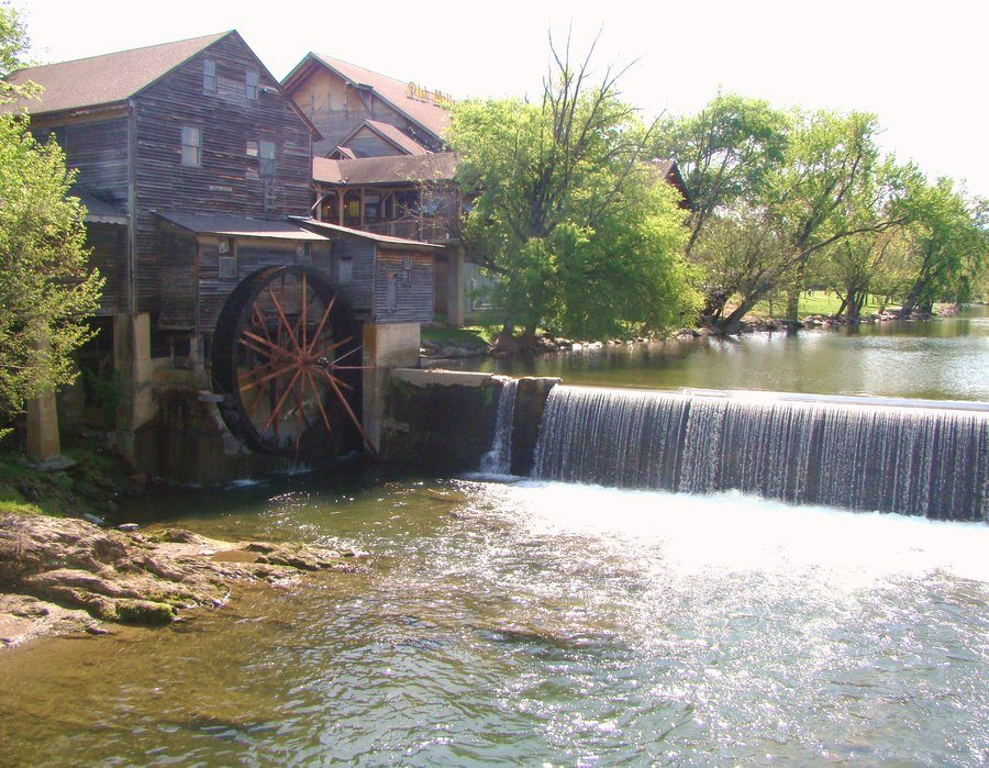 old_mill___pigeon_forge__tenn__by_ragman322 5 Southern Resort Cities to Host a Family Reunion