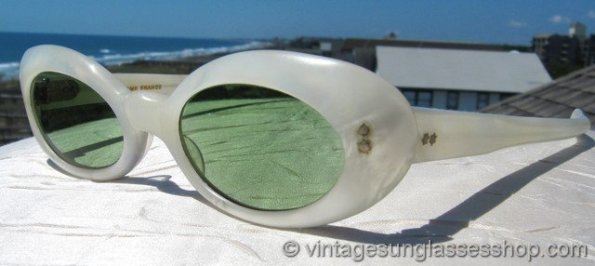 Bausch&Lomb - Ray-Bans pearlized frames on summer sunglasses