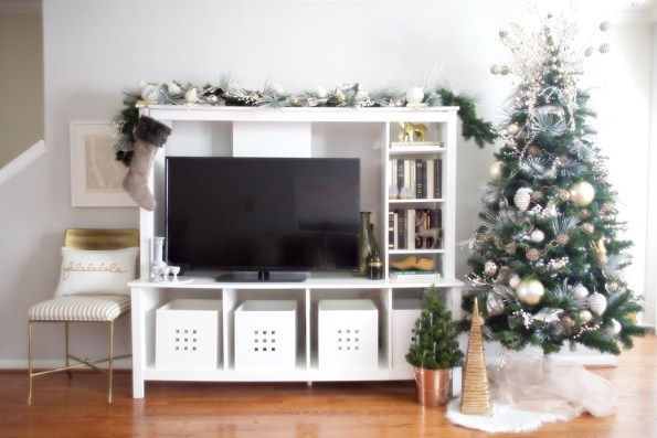 10-Stash-of-Panache-Holiday-Decor-595x397 How Houston-Based Interior Designer Alana Frailey Decorates Her Home For The Holidays