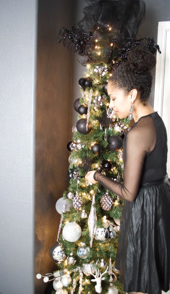 11-Stash-of-Panache-Holiday-Decor-595x1026 How Houston-Based Interior Designer Alana Frailey Decorates Her Home For The Holidays
