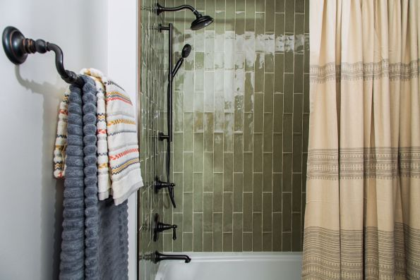 HGTV-Smart-Home-2018-Guest-Bathroom-Shower-595x397 HGTV Smart Home Tour - Palmetto Bluff