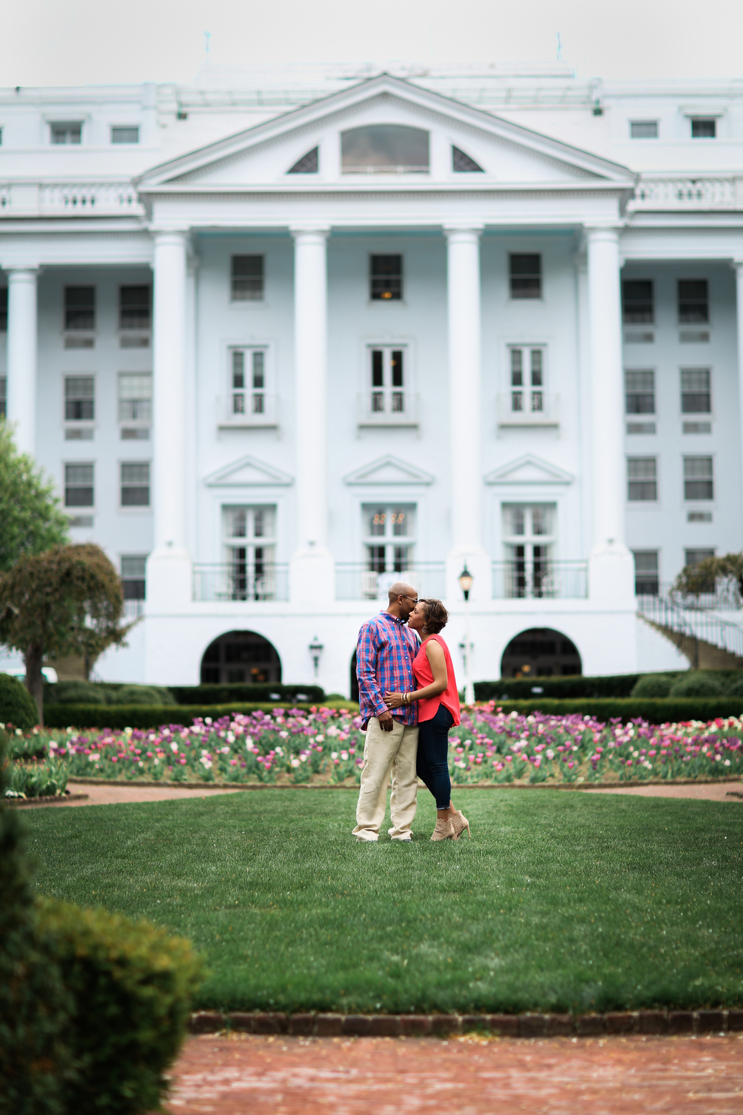 9nfy1ooays4ki6nb4o47_big West Virginia Engagement Session at the Greenbriar Resort
