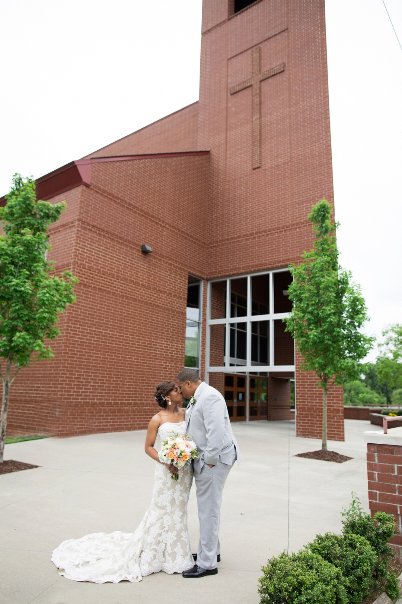 m1ewpudcfpj5h404et83_big Modern, Southern Wedding Style in Durham, NC