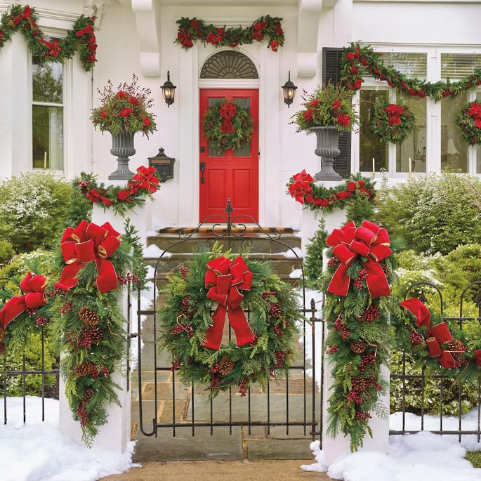 Classic_Red_Green_Wreath 4 Classic Holiday Wreaths for a Southern Home