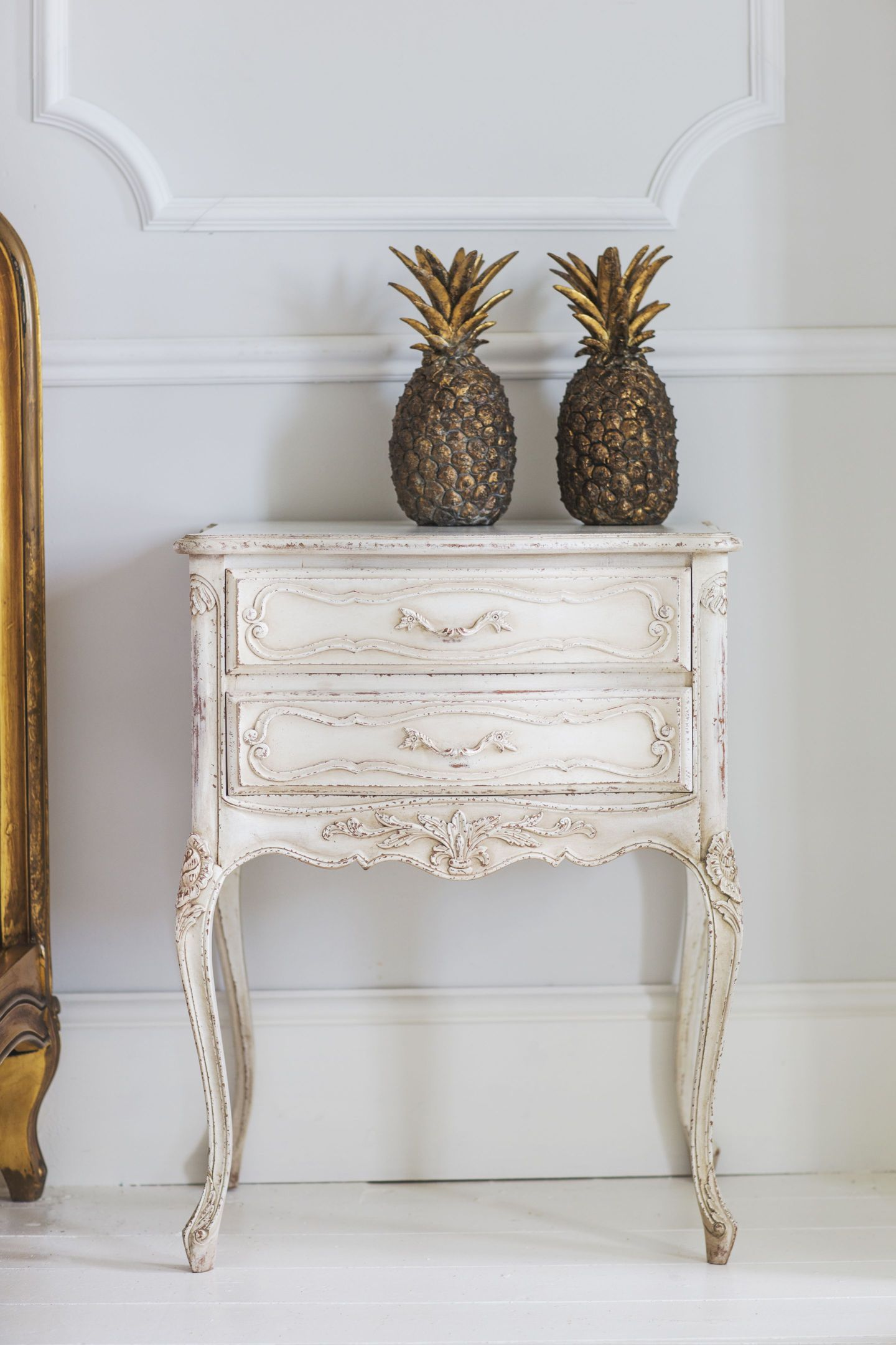 The-French-Bedroom-Co-Pair-of-Golden-Pineapples-Lifestyle-1817625-1-1440x2160 Pineapple Decor: Tips for Decorating Your Home with Southern Hospitality