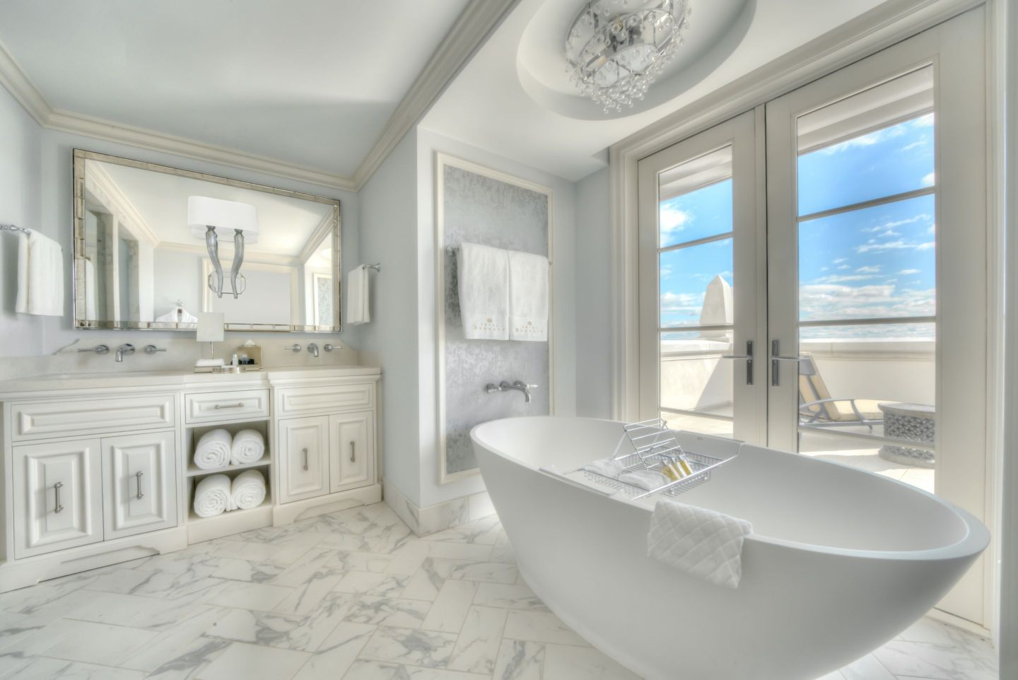 Suite-Bathroom_Credit-Modus-Photography-1440x962 Design Tour: Hotel Bennett Debuts in Charleston, SC