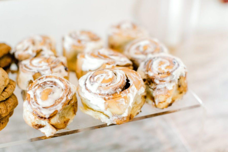 PineandSea_HuberWedding_ReceptionDetails-127-1-1440x960 Spring Wedding Inspiration: How to Host a Dessert Bar with Cinnabon